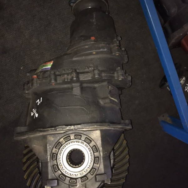 Hino 700 front diff